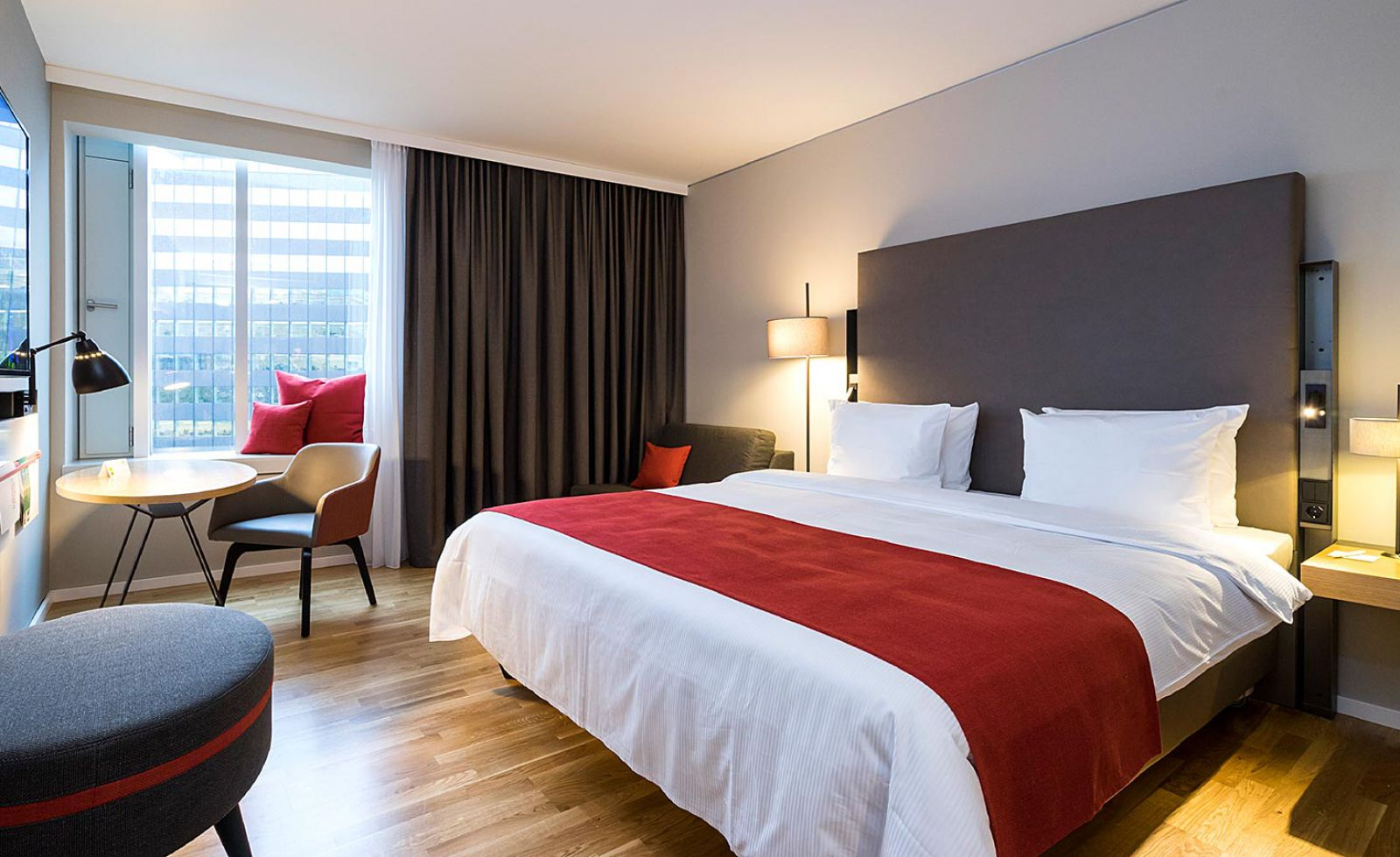 All the details of our double rooms at Holiday Inn Hamburg - City Nord