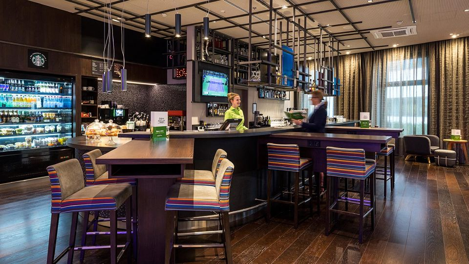 Stylish: die Bar im Holiday Inn Hamburg City Nord