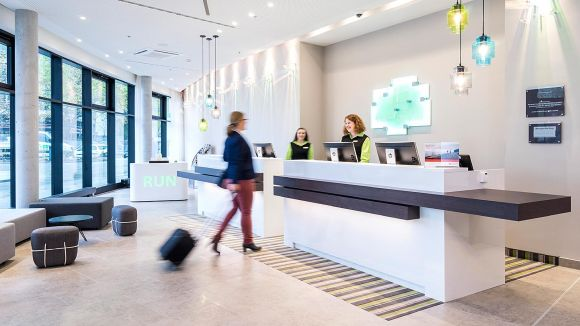 Here to help: Front Office at Holiday Inn Hamburg  - City Nord