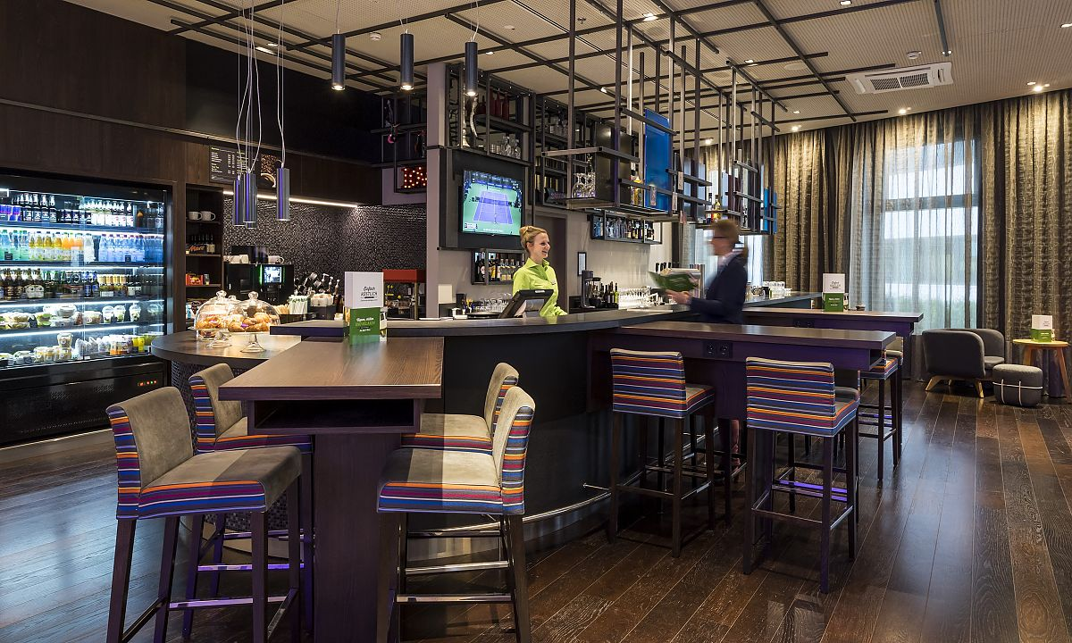 Stylish: die Bar im Holiday Inn Hamburg - City Nord